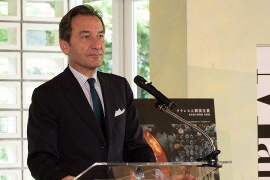 穏やかな口調で語りかける、ティエリー・ダナ駐日フランス大使