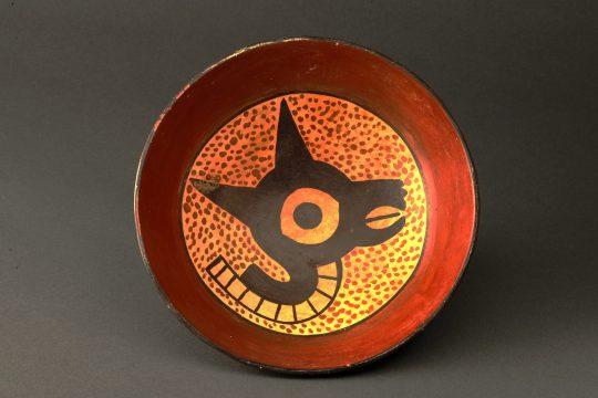【1】《リャマをかたどった土器》 ワリ文化(紀元650年頃から1000年頃) ペルー文化省・国立考古学人類学歴史学博物館所蔵