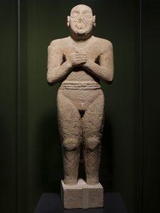 「祈る男」 前2900~前2600年頃、タールート島出土 サウジアラビア国立博物館所蔵