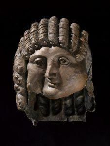 「男性頭部」 前1~後2世紀、カルヤト・アルファーウ出土 キング・サウード大学博物館所蔵